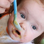 Bébé qui mange