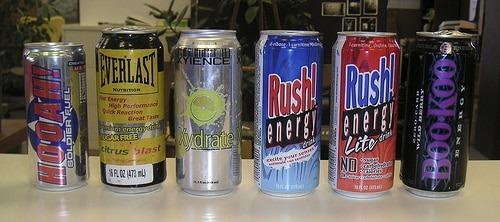 De plus en plus de jeunes consomment les boissons énergisantes sans savoir leurs effets sur la santé. Image copyright © Jean jenfer.